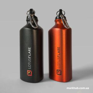 Об'ємний друк логотипа на металевих пляшках з карабіном