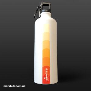Кольорове нанесення на пляшках для води з карабіном